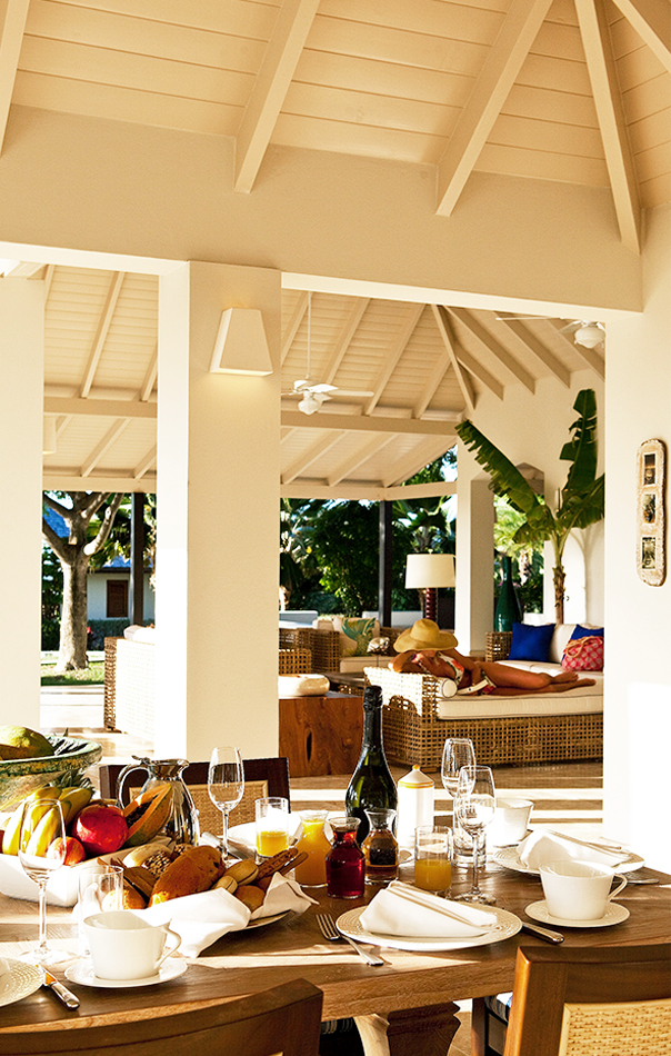 Outdoor dining area at Harbor Heights