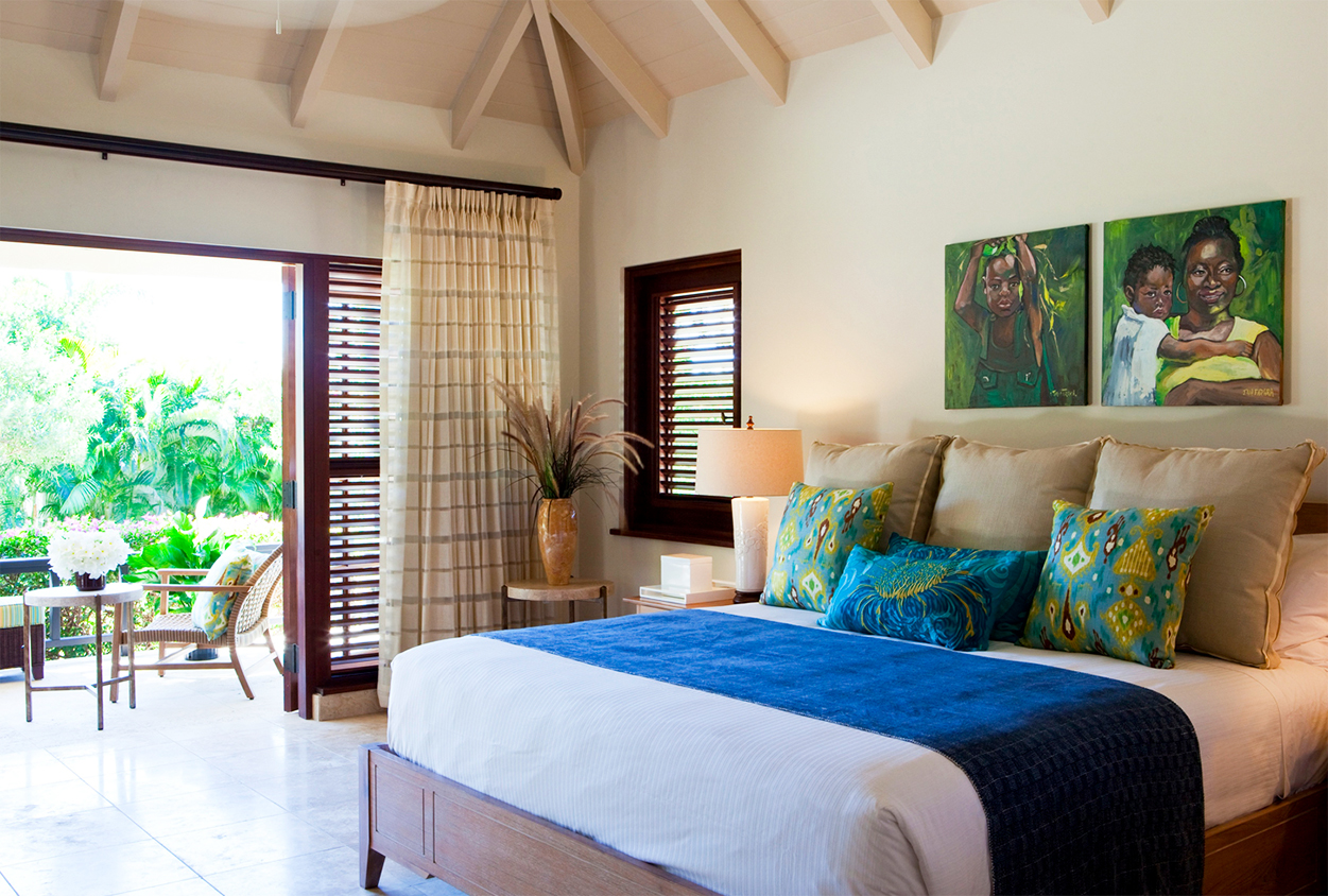 Bedroom with balcony at Harbor Heights