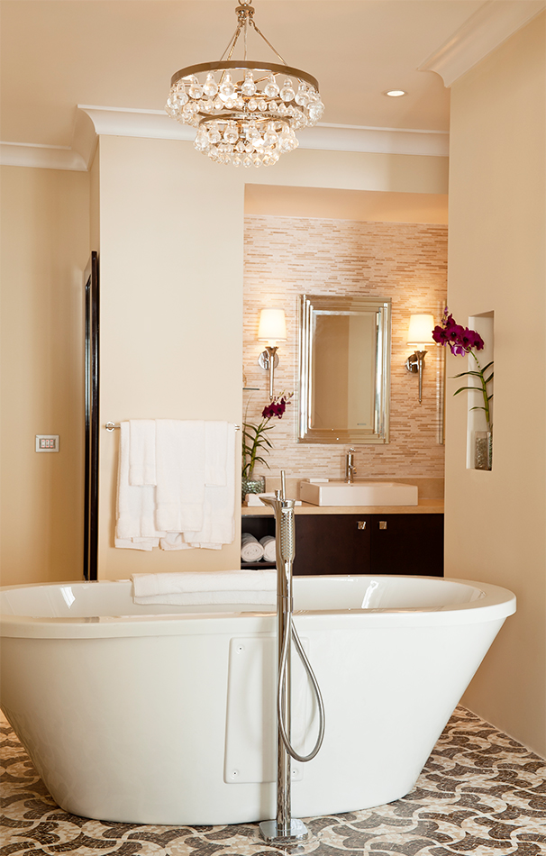 Bathroom with bathtub at The Body Holiday