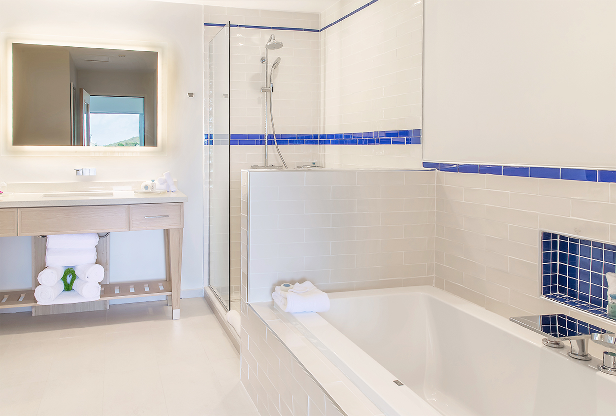 Bathtub and shower at The Harbor Club