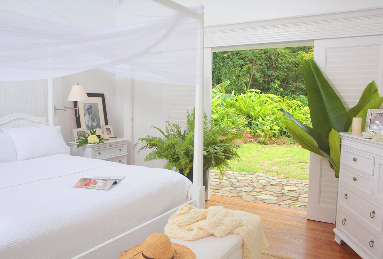 Bedroom with exit to the lawn at Viceroy Sugar Beach