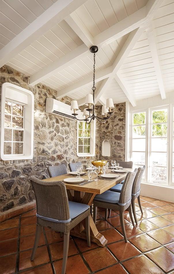 Dining table at Windjammer Landings
