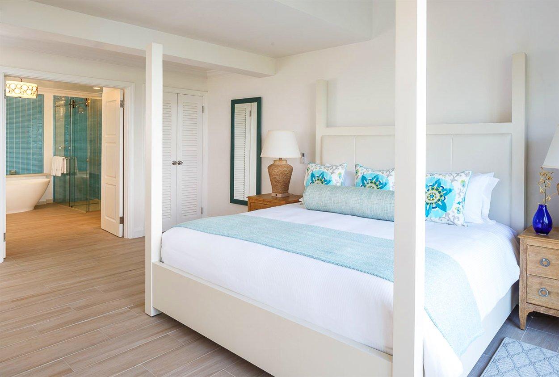 Bed and bathroom at Windjammer Landings