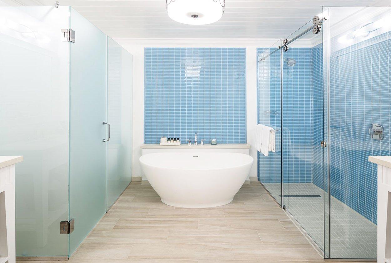 Bathtub and shower at Windjammer Landings