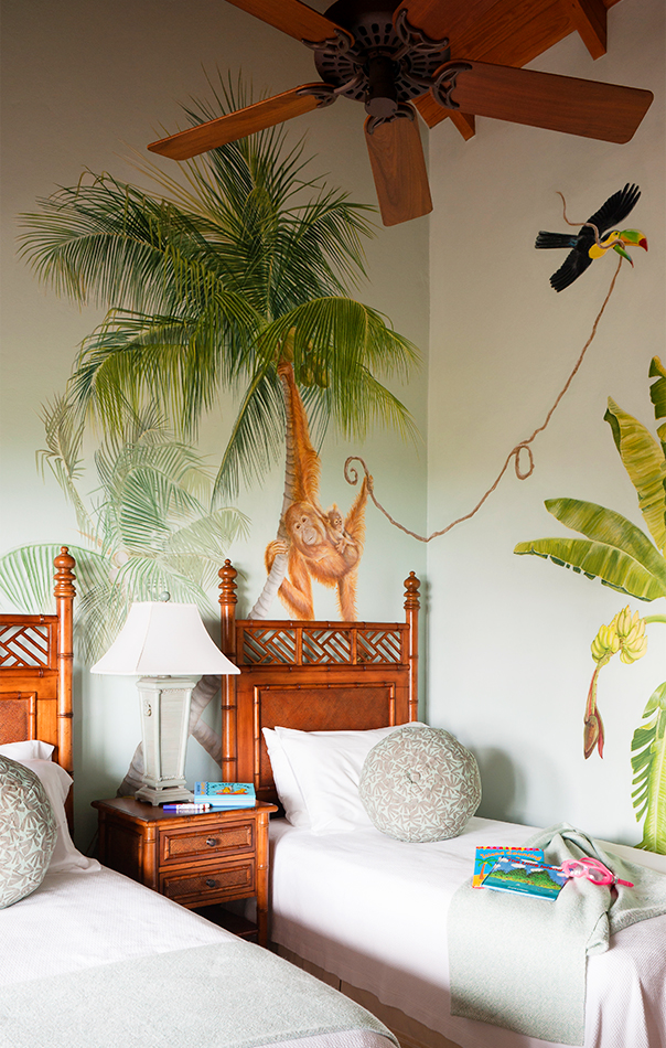 Kids bedroom with a mural in Tamarind Cove