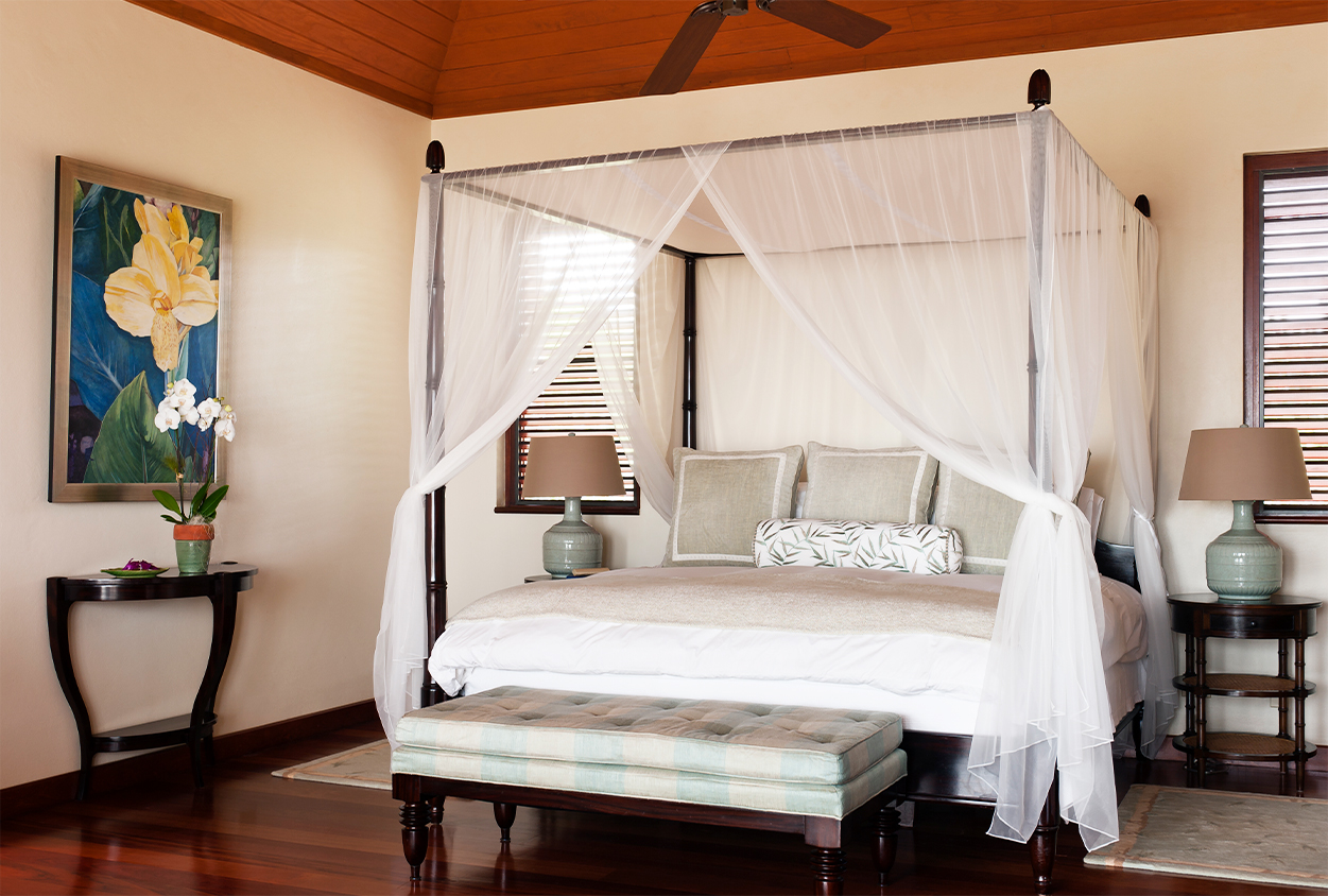 Canopy bed in Tamarind Cove